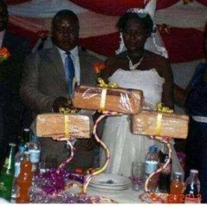 Funny Wedding Photo! The New Cake In town